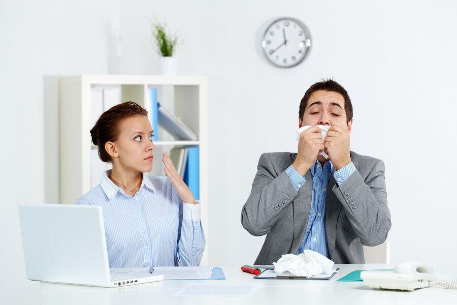 Βήχας και δύσπνοια στην δουλειά, μήπως φταίει το περιβάλλον εργασίας για τις αλλεργίες;