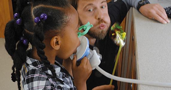 Η έκθεση σε υψηλά επίπεδα ενδοτοξίνης στο σχολείο σχετίζεται με αυξημένη επίπτωση άσθματος στις πόλεις